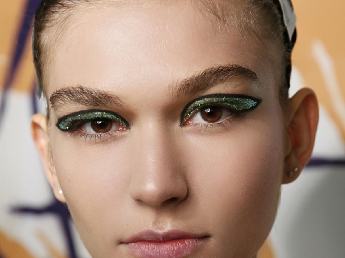 Trendy w makijażu na wiosnę 2019: zielone oko/Halpern
