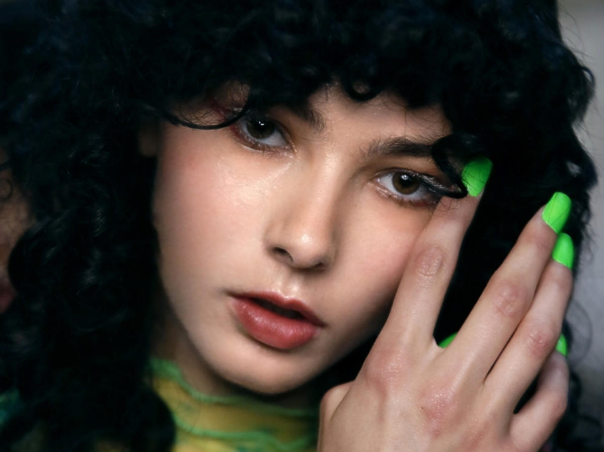 Manikiur trendy wiosna-lato 2019: neony /Fashion-East