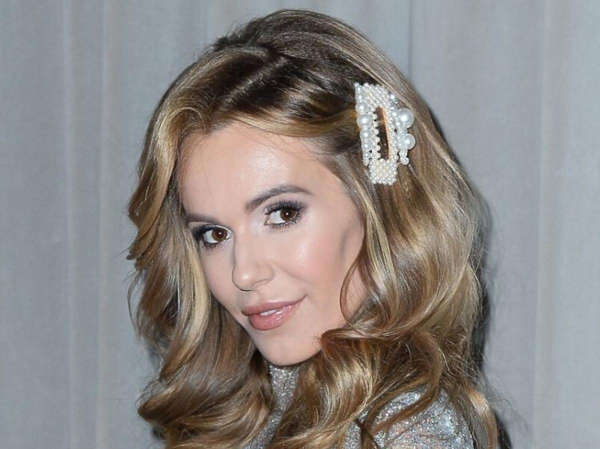 Spinki z perłami: najpiękniejszy dodatek do fryzur na święta /Doda
