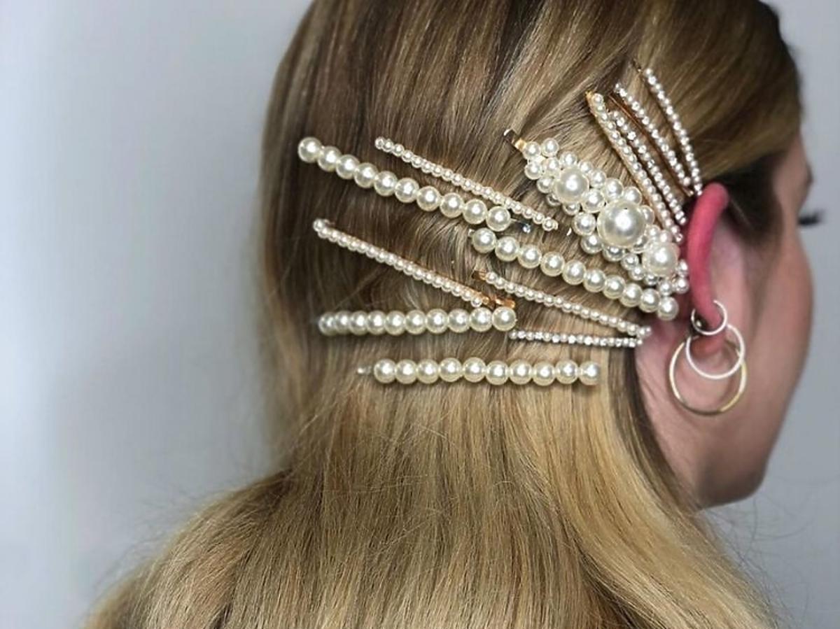 Spinki z perłami: najpiękniejszy dodatek do fryzur na święta /Instagram: niniej