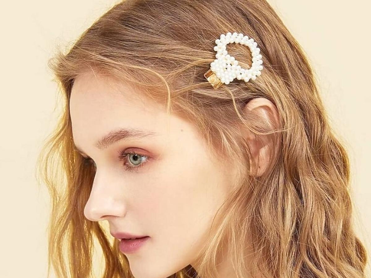 Spinki z perłami: najpiękniejszy dodatek do fryzur na święta /Instagram: style_eternal_lpz