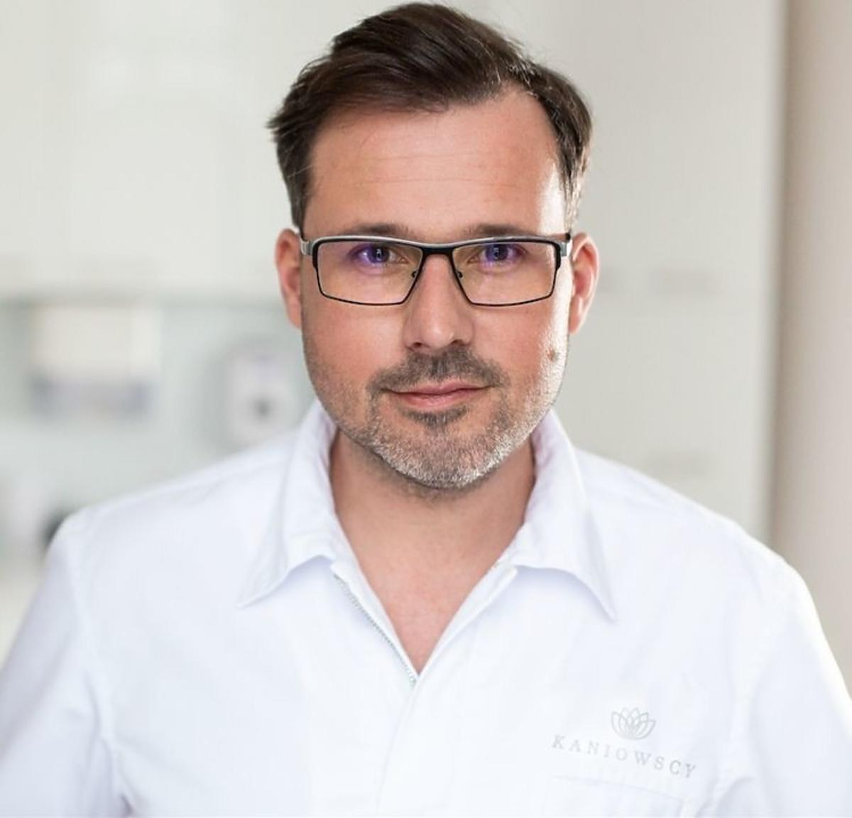 dr Michał Kaniowski, specjalista dermatolog z Kaniowscy Clinic