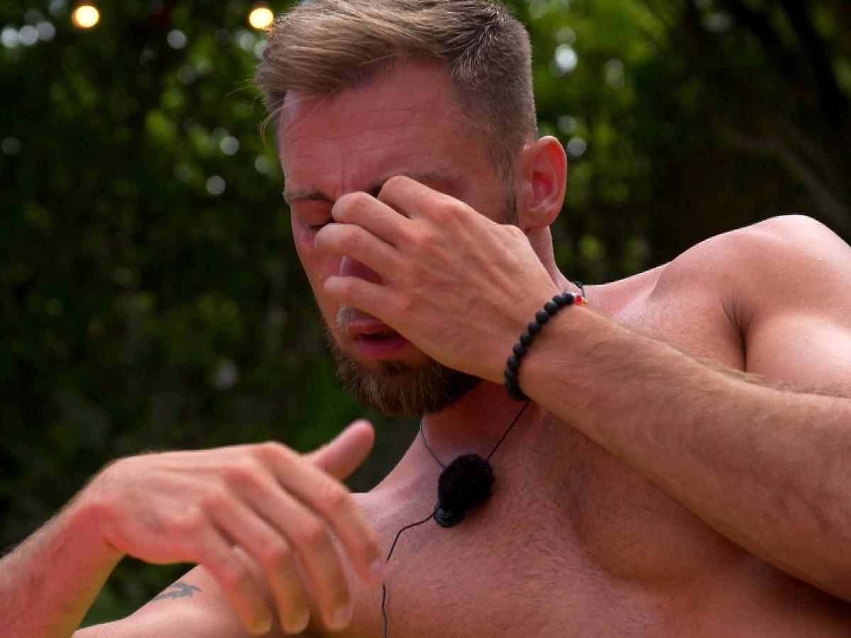 Andrzej z Love Island 4 płacze