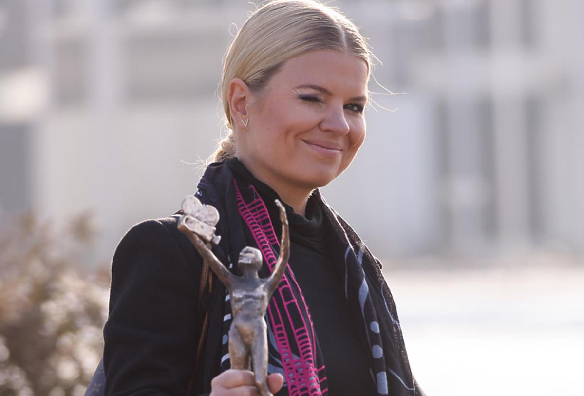 Marta Manowska z Telekamerą wychodzi z TVP