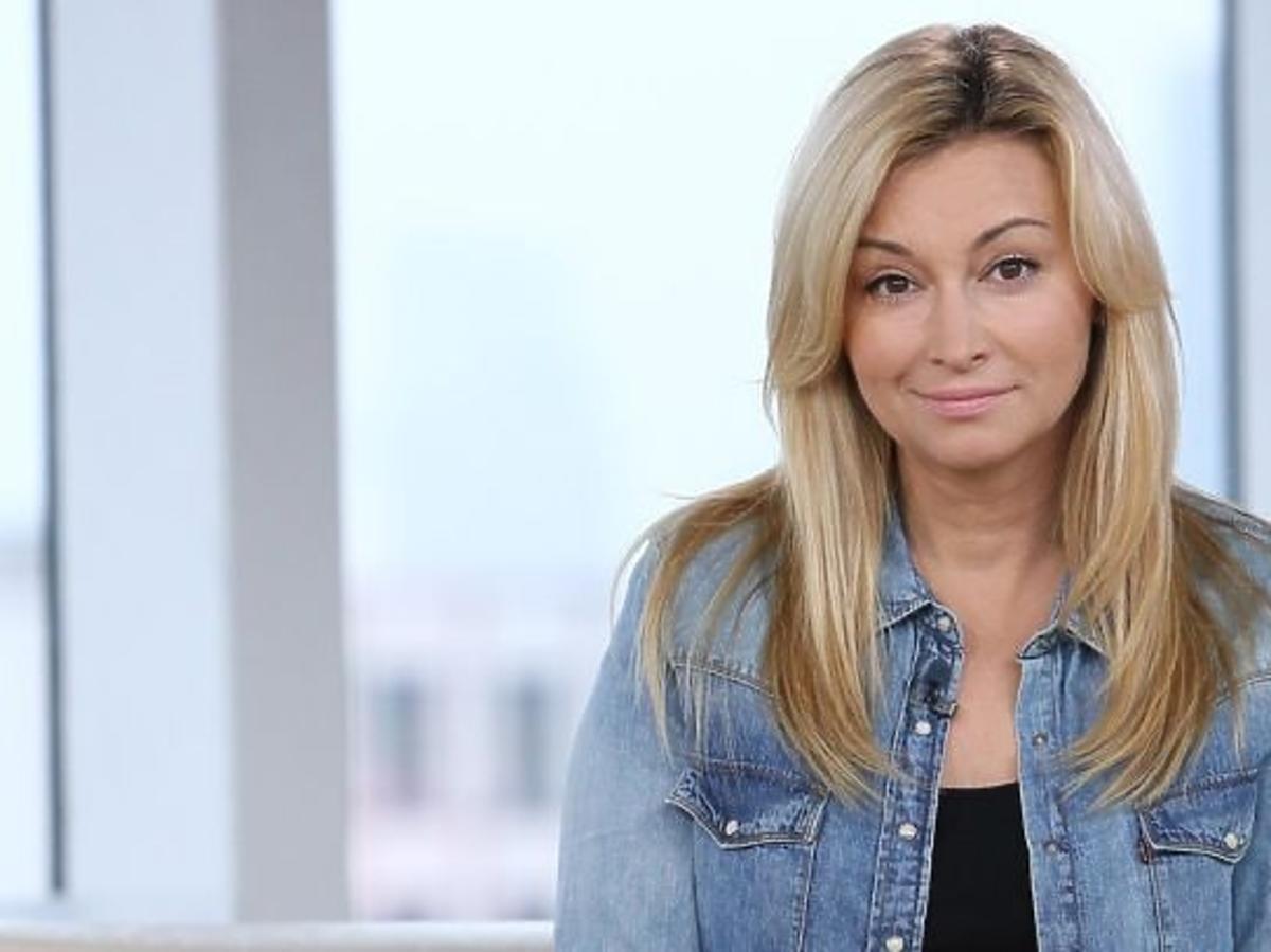 Martyna Wojciechowska w dżinsowej koszuli w TVN