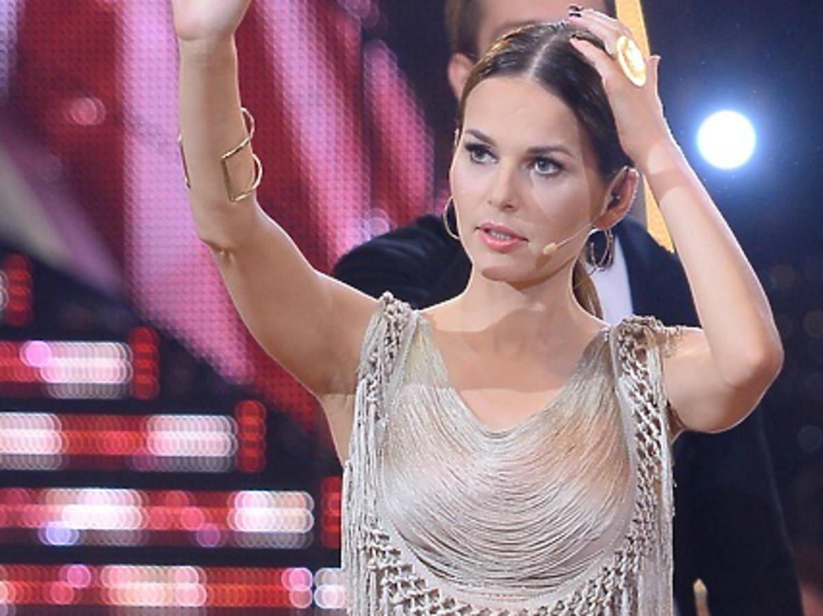 Paulina Sykut w 5. odcinku Tańca z gwiazdami w beżowej sukience. Ale pupa!