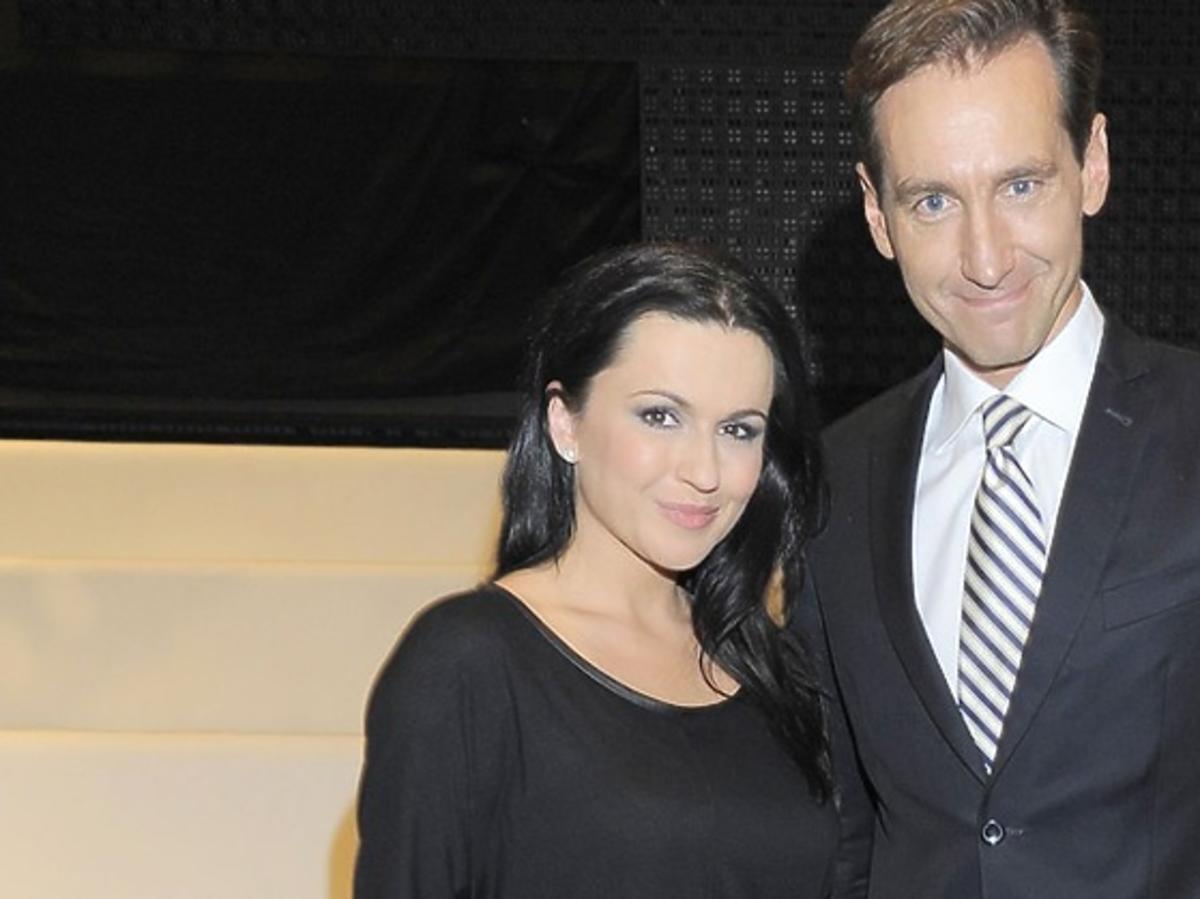 Piotr Kraśko, Beata Tadla pozują do zdjęć na konferencji TVP