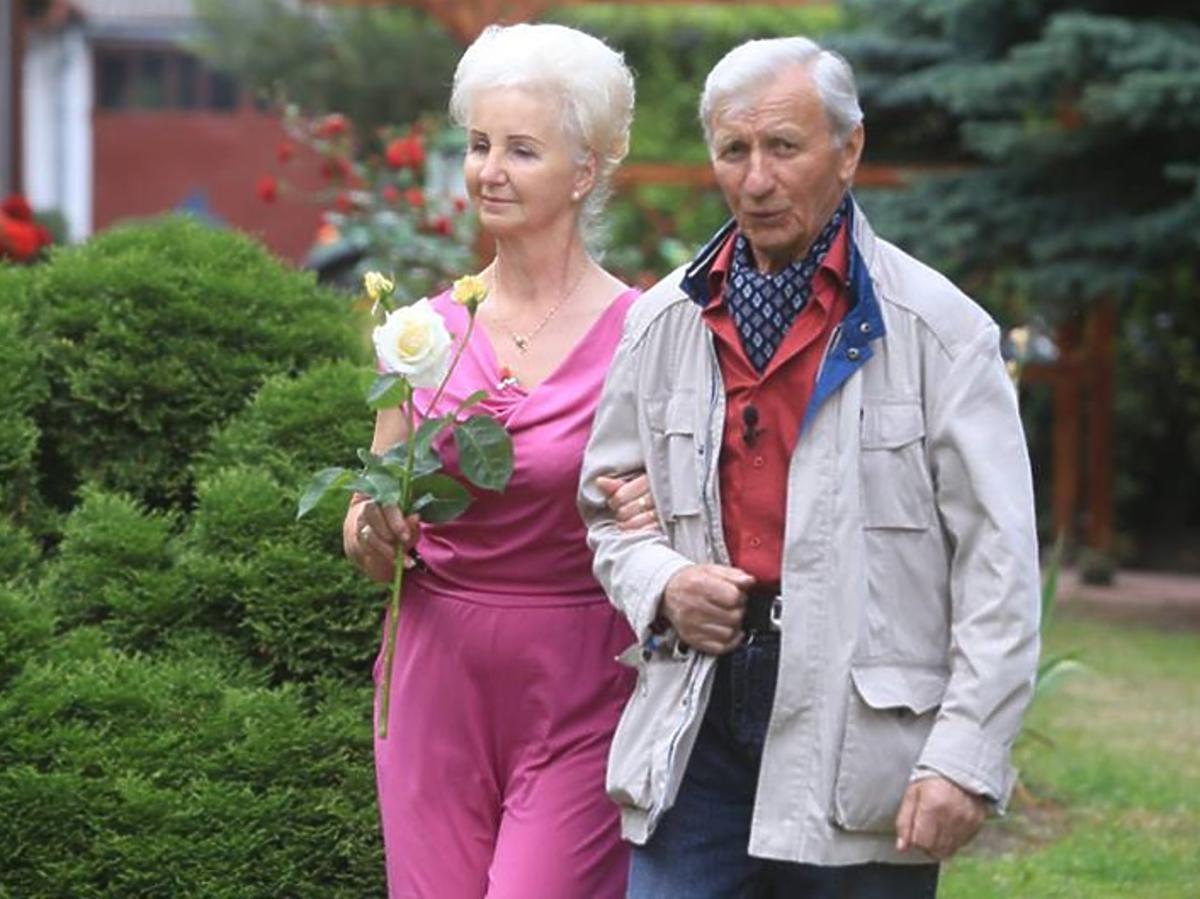 Rolnik szuka żony - Eugeniusz i Liliana na spacerze